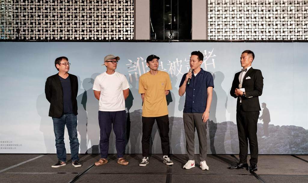 製作人許文雄(左起)、徐國倫及導演陳冠仲、莊絢維。(瀚草影視提供)