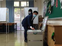 趙天麟全家6口到投票所罷韓  對選舉結果表樂觀