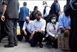 挺示威不再猶豫!加總理單膝跪地 響應反種族歧視