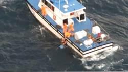 台東釣客遭海流帶離岸 海巡克服惡劣海象救援