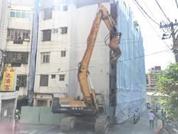新北泰山921震損海砂屋危樓今終於拆除