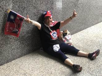 用爬的也要過來支持 大批支持者給韓國瑜打氣