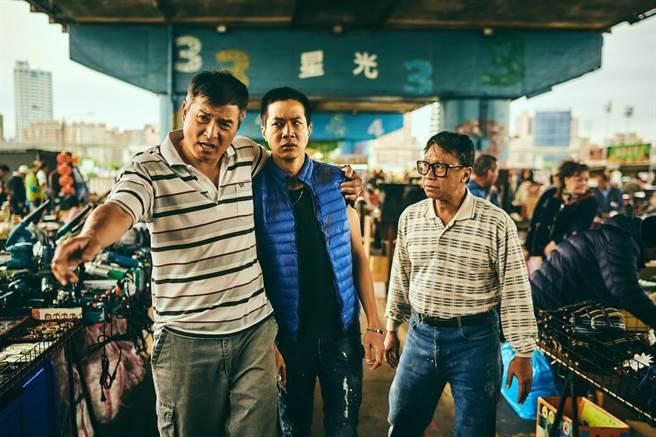 《做工的人》由李銘順(左)、游安順(右)、薛仕凌(中)詮釋的噗嚨共三人組。(大慕影藝提供)
