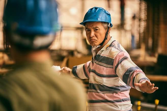 《做工的人》李銘順下足苦心研究布袋戲人物的口條與步伐_。(大慕影藝提供)