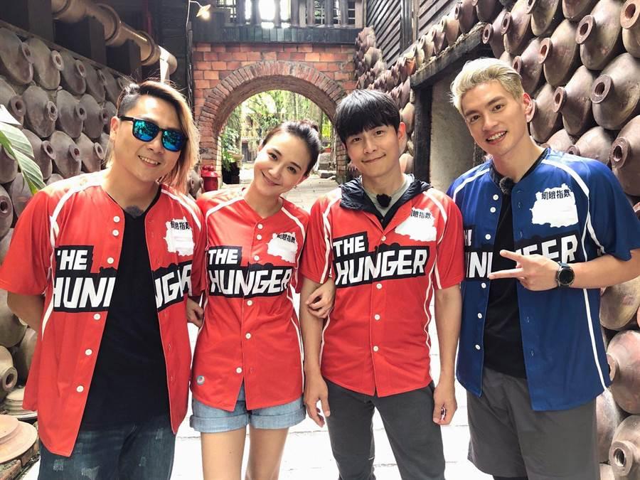 何妤玟(左二)受邀錄中視《飢餓遊戲》。(中視提供)
