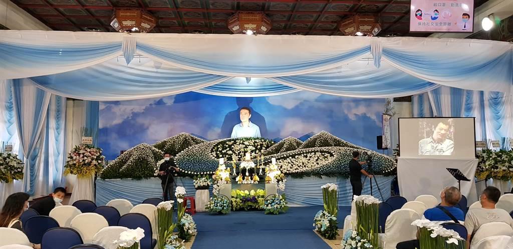 吴朋奉告别式选用他生前拍摄茶品广告照片。(金熙国际提供)