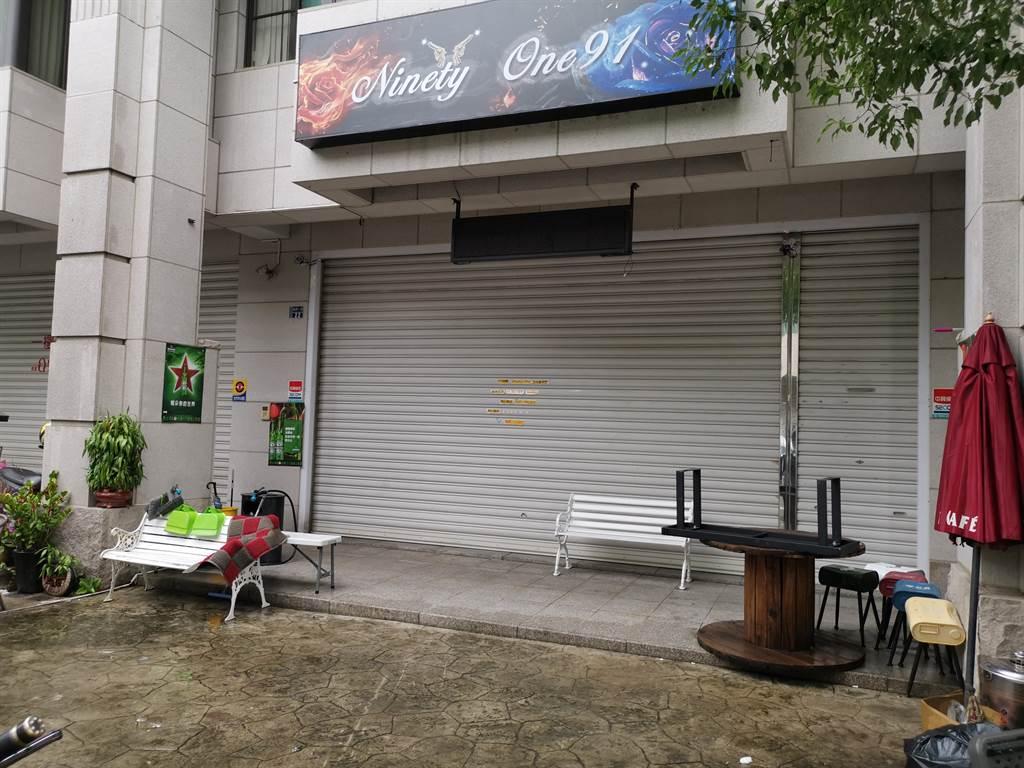 頭份市東民一街一家Pub7日凌晨發生槍擊喋血案,造成1死3傷。〔謝明俊攝〕