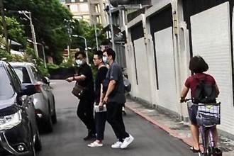 馬國歌手丘沁偉通緝被捕裝病 警怒嗆:以為是影帝啊!