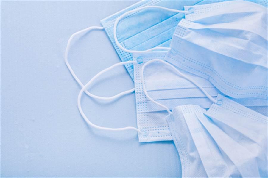 家樂福開賣第二波口罩 momo改期。(示意圖/達志)