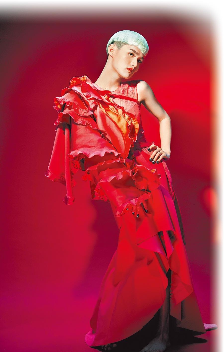 鍾明軒跨足音樂圈,推出單曲〈當我說真話的時候我感到自由〉。(飛碟娛樂提供)