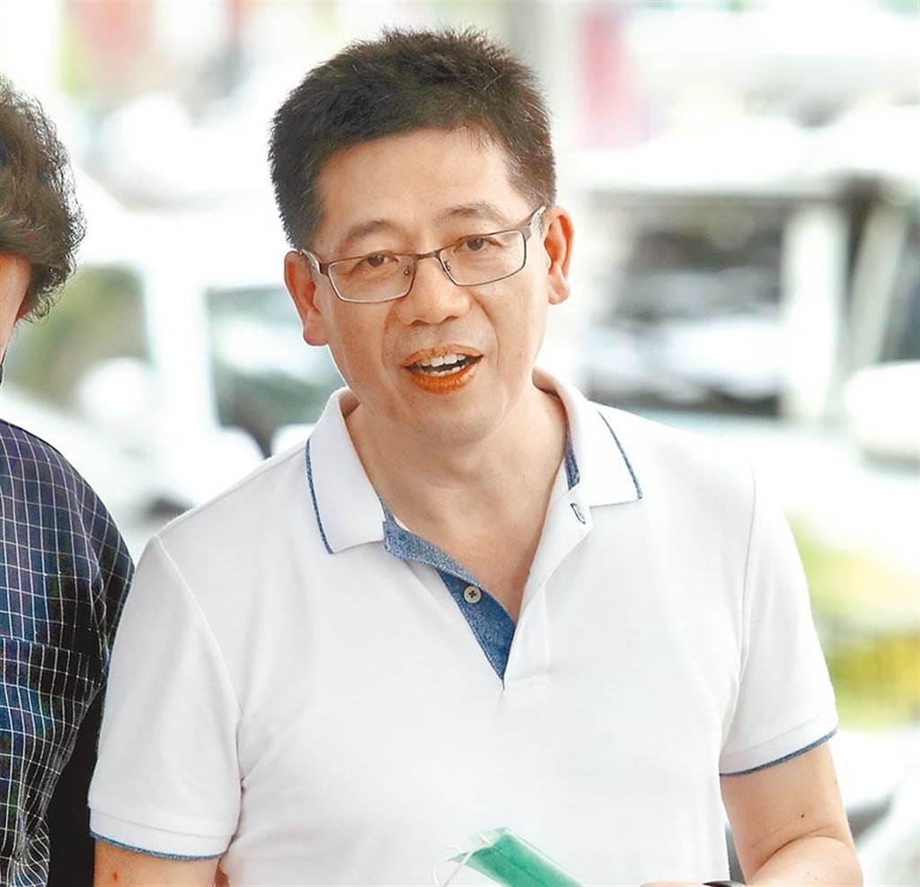 前移民署長謝立功昨出面說明退出國民黨,並加入台灣民眾黨擔任黨祕書長一職。(鄭任南攝)