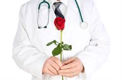 許聖梅爆大咖女主持偏愛已婚男醫 生日送「離婚證書」藏撈金心機