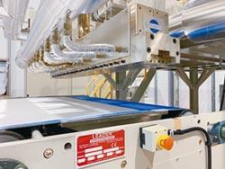 鼎峰高精熔噴布生產線 掌握模具優勢 高品質、高產能