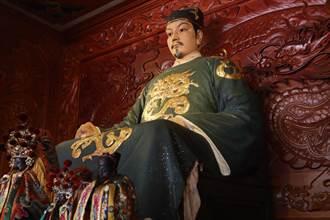 去年缺席,延平郡王祠神像今年又見「萬蜂祝壽」