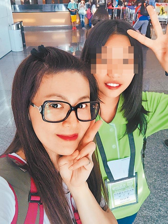 鄭仲茵(左)感謝女兒Stella的貼心與懂事。(資料照片)