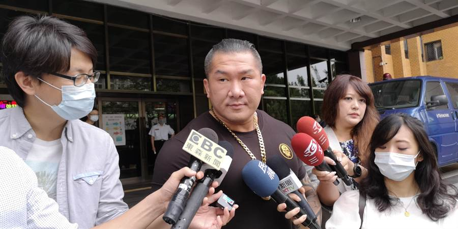 館長陳之漢針對罷韓成功一事,表示要國民黨傾聽年輕人聲音,願賭服輸。(黃捷攝)