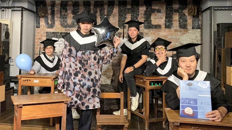麋先生左起喆安、聖皓、以諾、小B、逸凡。(相信音樂提供)