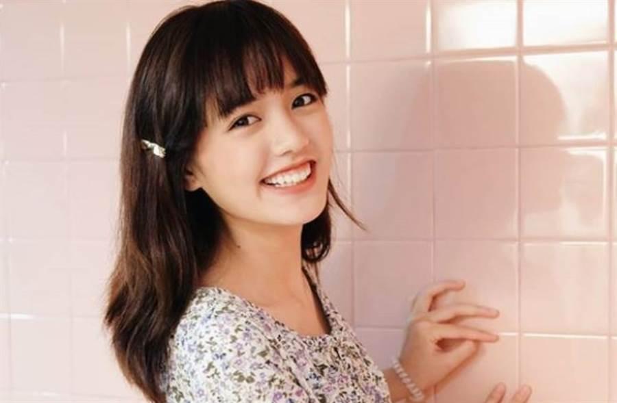 22歲泰國「國民初戀」大眼甜笑激似人間芭比Lisa(圖/IG@pigkaploy)