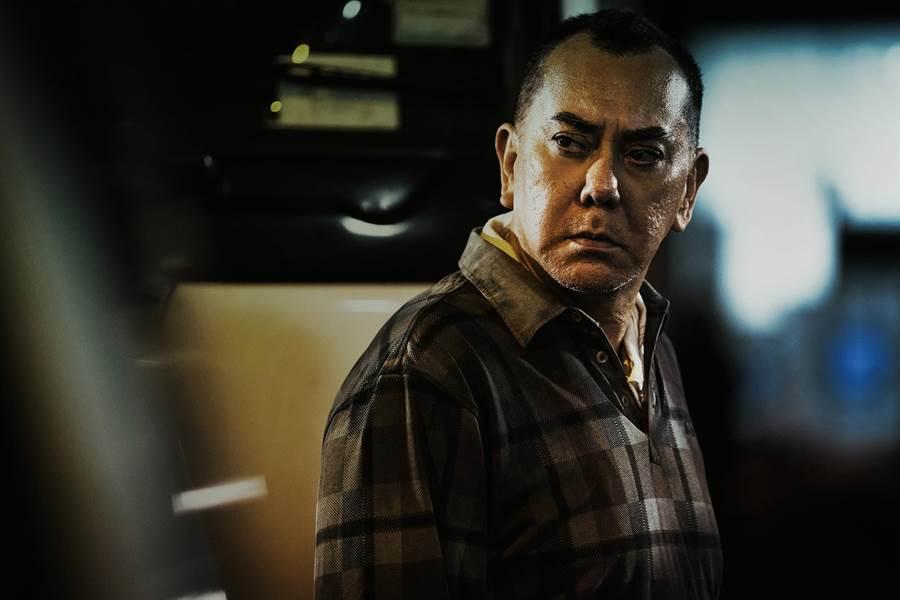 黃秋生曾3度奪下香港金像獎影帝殊榮,這次在新片光靠眼神就讓人懾服。(華映娛樂提供)
