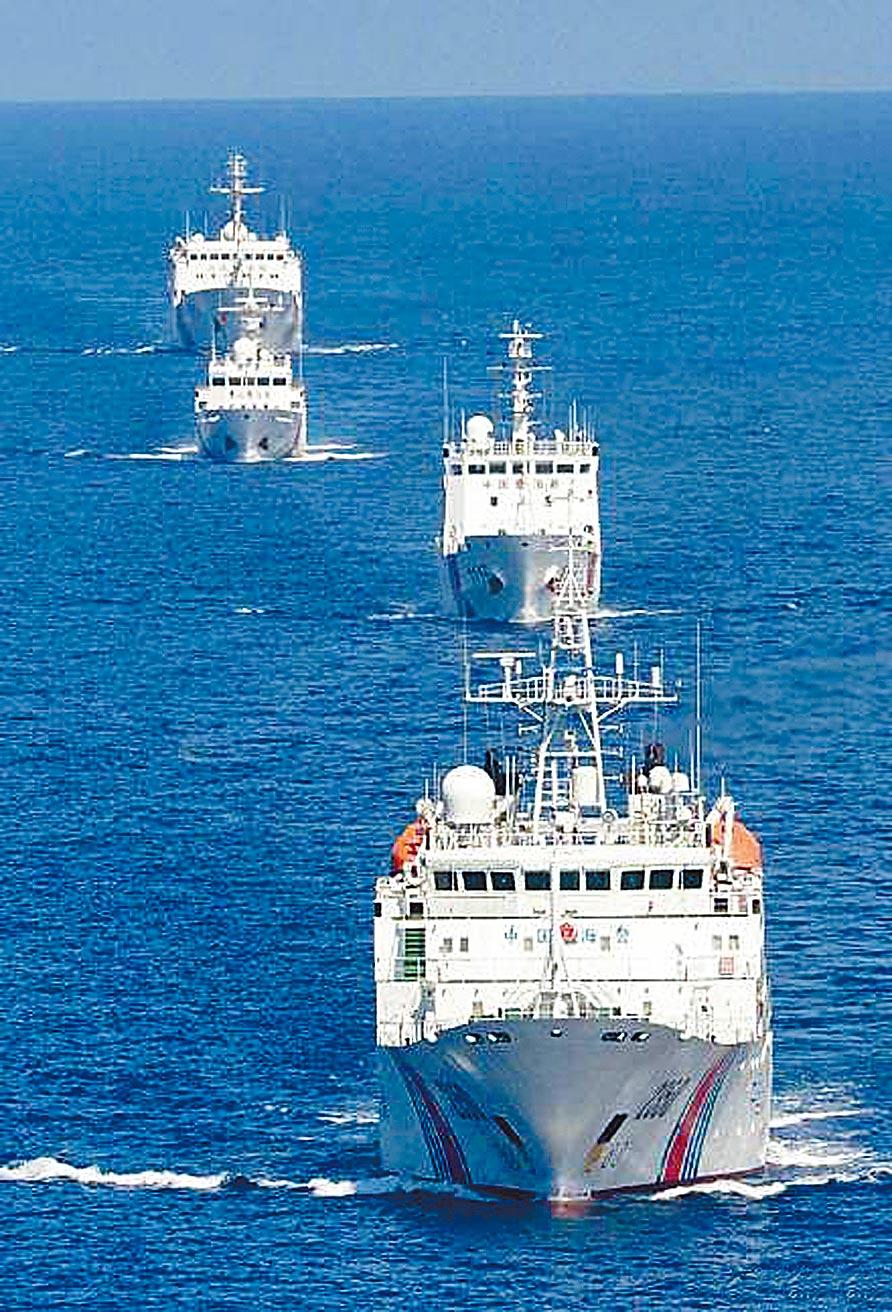 大陸海警艦艇編隊在釣魚台海域巡航。(摘自大陸海警局)