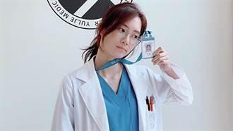 《機智的醫生生活》申賢彬脫掉眼鏡更正!外套只扣一顆解放超深V