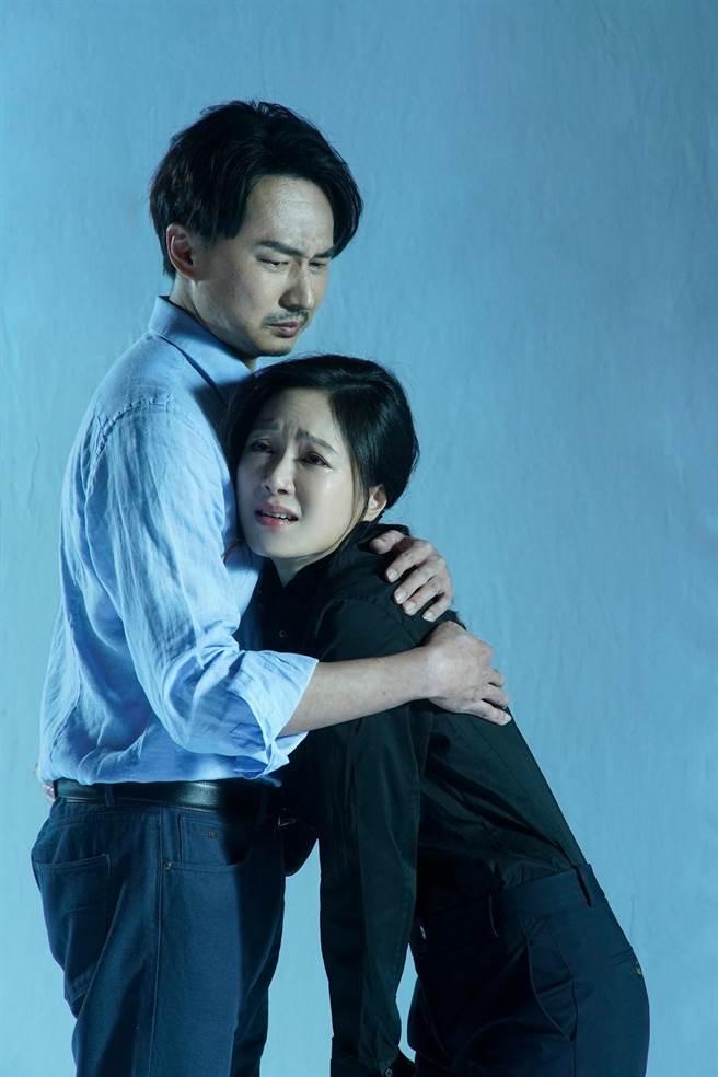 《我們與惡的距離》劇場版,狄志杰與尹馨是一對因兒子遭逢無差別殺人事件,婚姻關係岌岌可危的怨偶。(故事工廠提供)