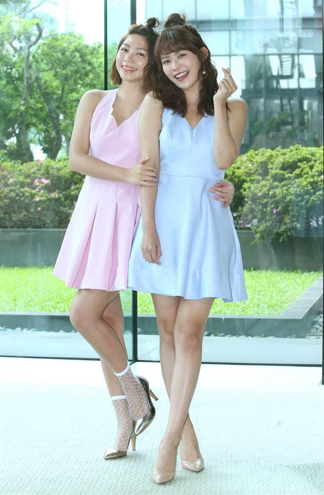 林萱瑜(右)、曾智希新戲飾演連體嬰姊妹花。(粘耿豪攝)