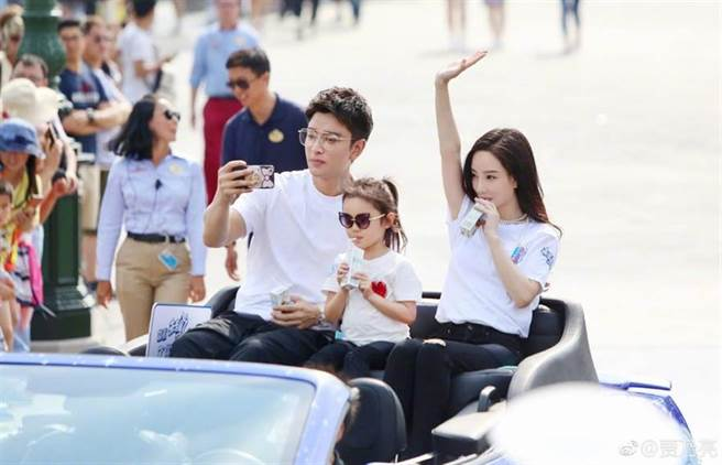 賈乃亮和李小璐去年宣布離婚,近日頻繁見面被猜復合。(圖/翻攝自微博)