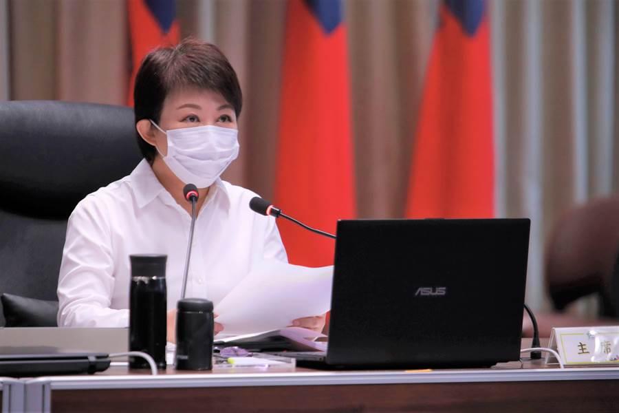台中市長盧秀燕9日在市政會議以「防疫新生活,台中好過活」,宣布台中八項防疫解封。(盧金足攝)