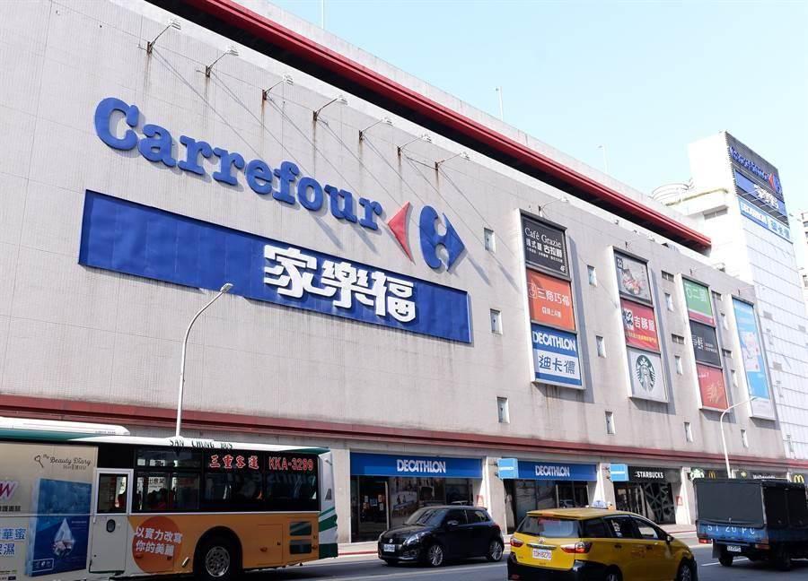 家樂福表示,14日將開賣12萬片醫用口罩。(本報系資料照片)
