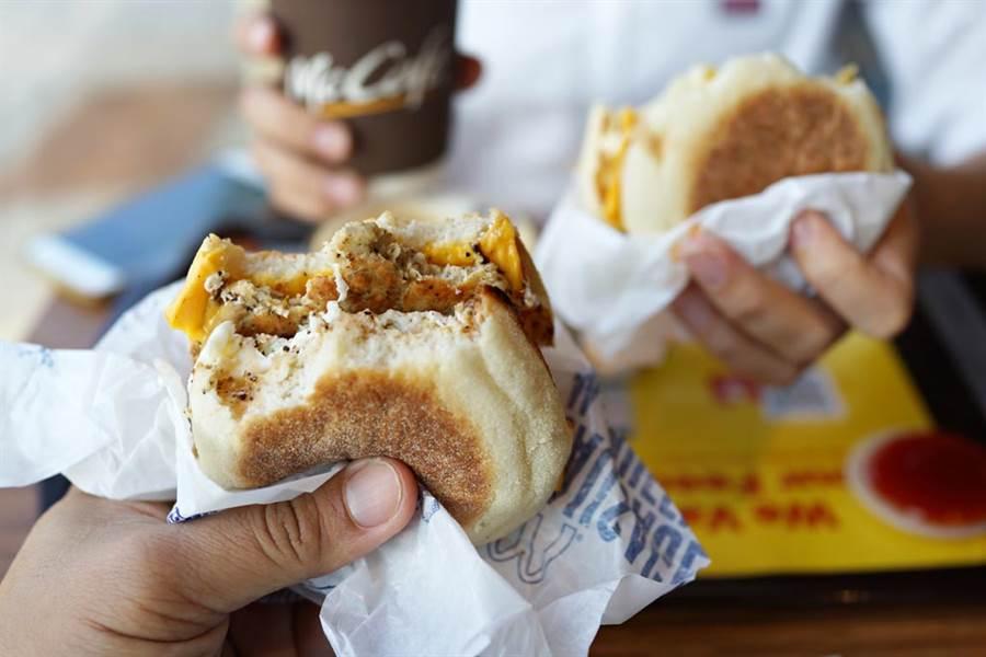 原PO認為麥當勞的豬肉滿福堡加蛋最美味。(圖/達志影像)