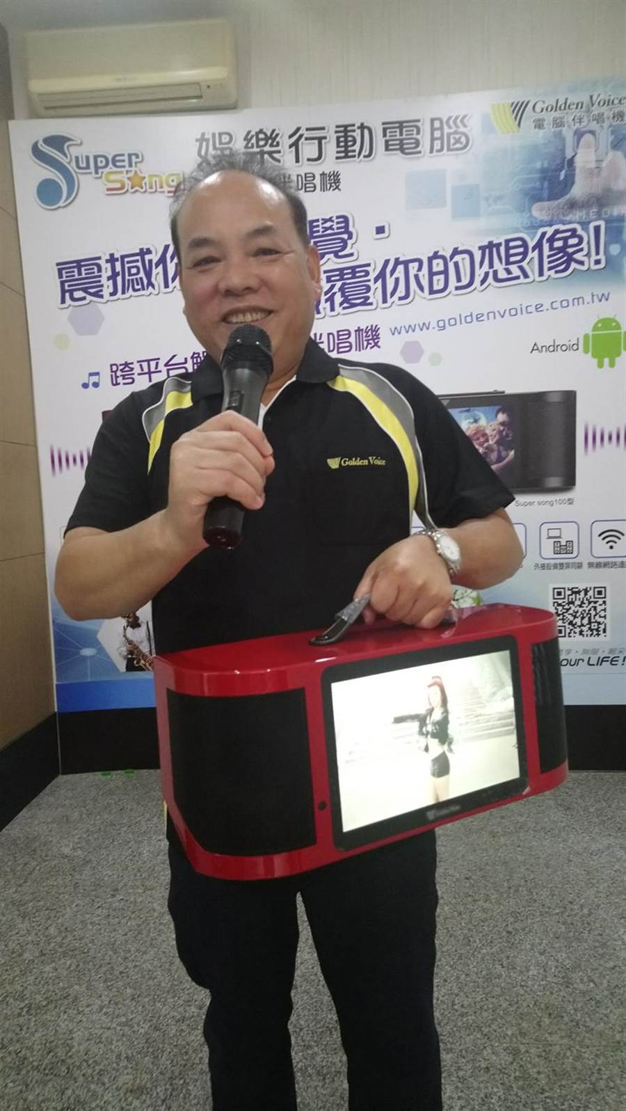 (金嗓電腦科技董事長蔡世寅表示,疫情期間宅經濟發威,帶動業績翻倍增長。圖/曾麗芳)