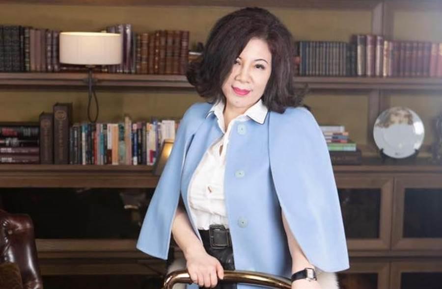 陳文茜去年罹患肺腺癌,隨即開刀切除腫瘤。(圖/翻攝自臉書)