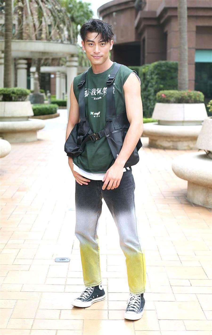 徐愷熱愛上山下海,平常也練潛水、武術、健身,也是街頭極限運動「跑酷」專家。(粘耿豪攝)