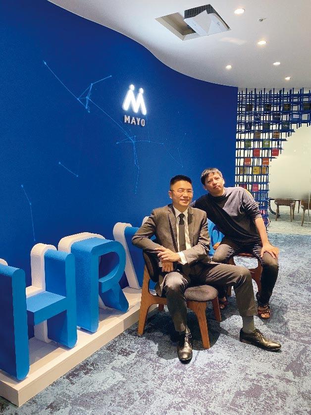MAYO鼎恒數位創辦人簡士評(左)與MAYO核心產品中心Apollo RD Head Tony Q王景弘(右)。圖/公司提供