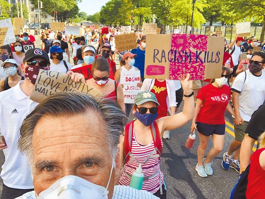 美國總統川普近來聲勢下滑,多名共和黨大咖紛紛倒戈。猶他州聯邦參議員羅姆尼(Mitt Romney,前)7日參加華盛頓特區的反種族歧視示威活動,更公開表示自己不支持川普連任。(路透)