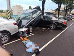 賓利車駕駛驚見「黑影」連撞數車 老人雙腳骨折