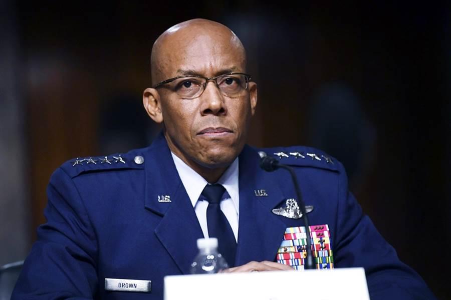 美國參議院9日投票通過,讓空軍上將布朗(Charles Q. Brown Jr.)出任美國空軍參謀長,布朗將成為美國史上首位非裔空軍參謀長。(資料照/美聯社)