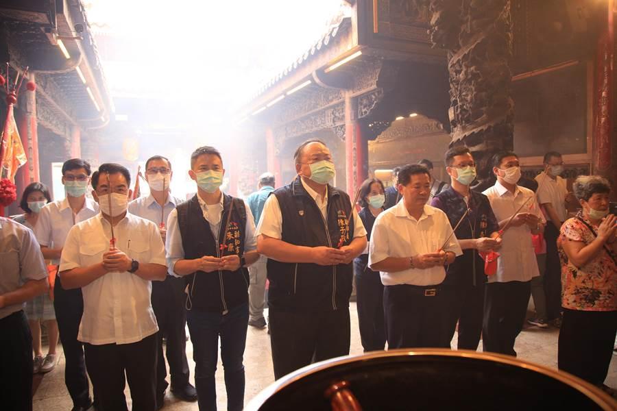 大甲媽預定11日晚間起駕,台中市副市長陳子敬率相關局處參拜,並視察防疫措施