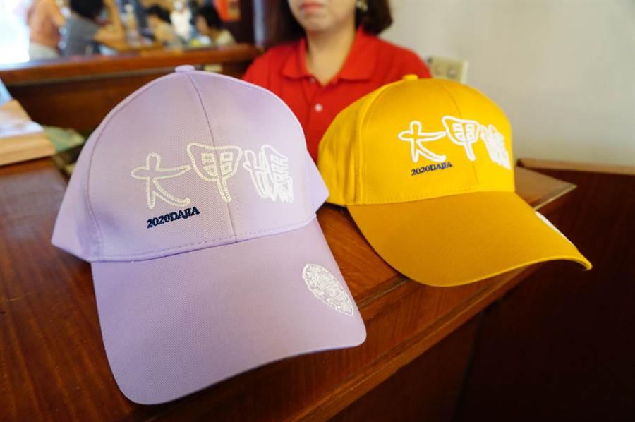 鎮瀾宮每日將贈送800頂帽子給實名登記信眾,以控制參與繞境進香的人數。(王文吉攝)