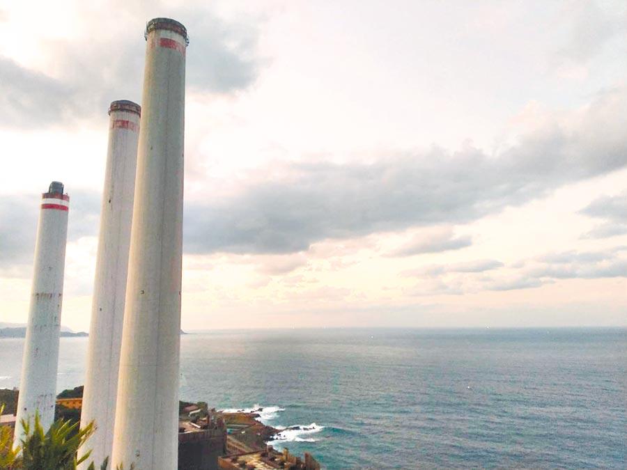 基隆協和電廠將填海造陸興建天然氣機組引來民眾反彈,市長林右昌要求台電說清楚。(許家寧攝)