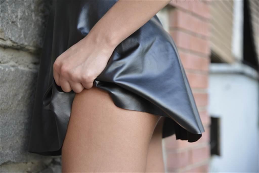 短裙妹臀部掉出長條物 老司機笑:用塞的(示意圖/達志影像)