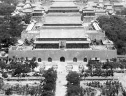 除了蔣介石毛澤東 天安門城樓還掛過誰的照片?