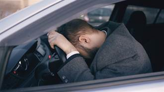 他與開車女友講電話 車禍死亡前聽到她尖叫聲悲痛不已
