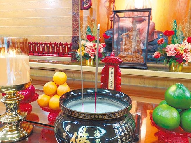 在基隆極樂寺安奉兩岸祖先牌位。(作者提供)