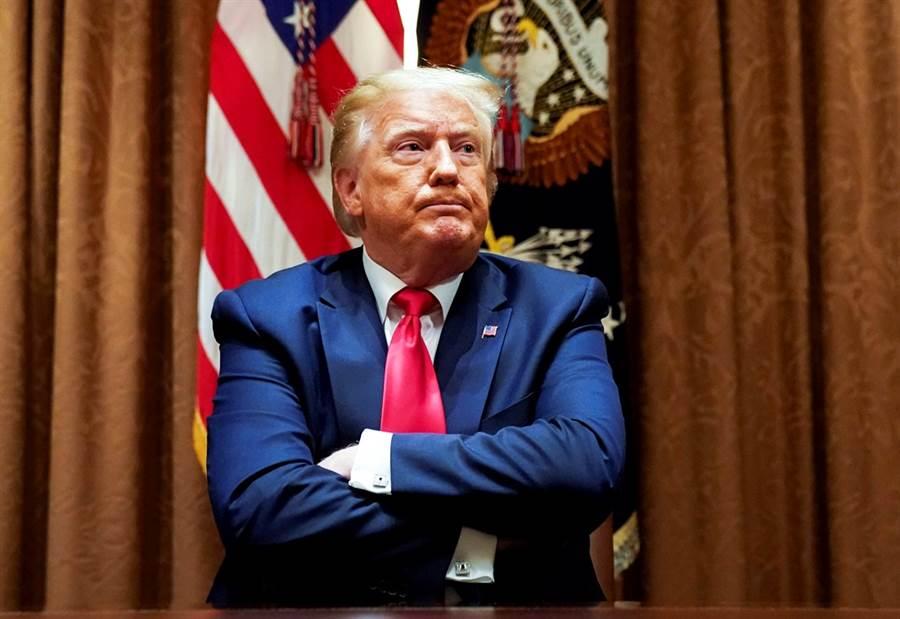 美國有線電視新聞網(CNN)8日釋出的民調顯示,川普支持度慘輸拜登14%,川普陣營對此相當不滿,要求CNN撤回民調並且公開道歉。(資料照/路透社)