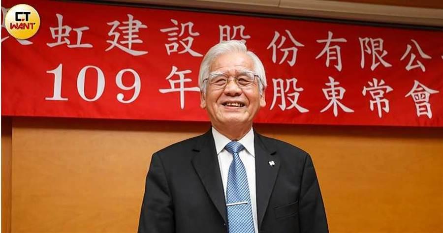 長虹股東會一片祥和,董事長李文造對於去年成績感到滿意笑呵呵。(攝影/張文玠)