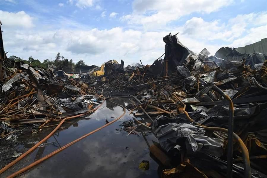 綠光劇團及紙風車劇團倉庫日前遭逢大火,多年心血付之一炬。(綠光劇團提供)