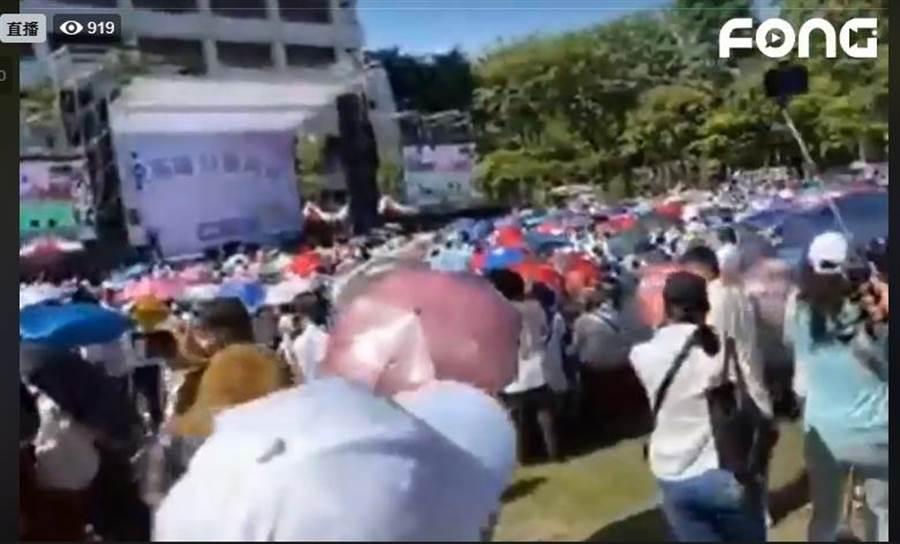 韓粉聚集到鳳山行政中心前。