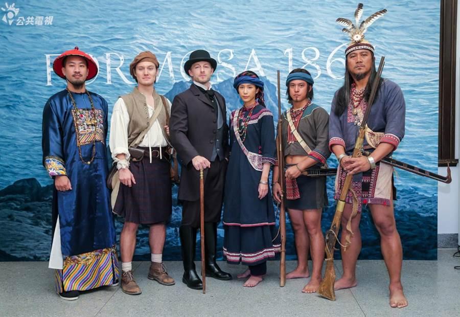 公視史詩旗艦戲劇《斯卡羅》11日舉行定名記者會,演員以劇中造型亮相。(盧禕祺攝)